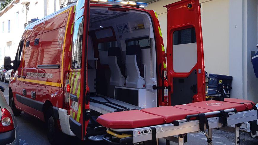 Une ambulance des pompiers du Gard en intervention à Nîmes