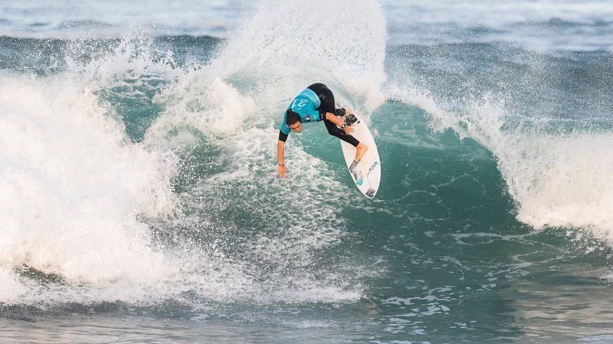 La surfeuse française Johanne Defay à Hossegor à l'occasion du Roxy Pro en 2018