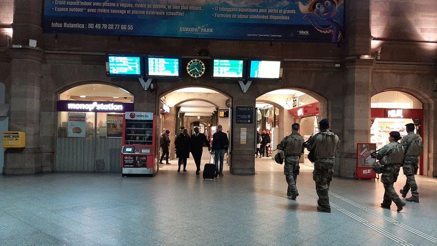 La gare de Strasbourg un dimanche de grève (illustration)