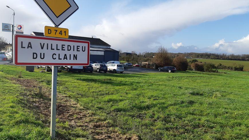 Situé à mi-chemin entre Poitiers et Gençay, le village de La Villedieu-du-Clain compte 222 habitants.