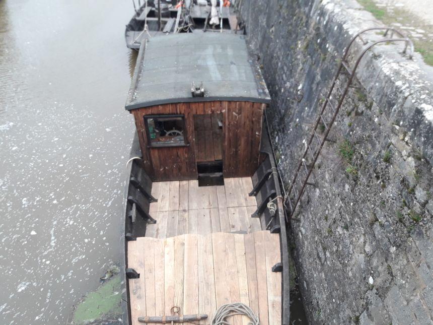 """La toue cabanée """"L'Jacques"""" avec laquelle l'association Escapade ligérienne compte proposer des traversées hivernales de la Loire"""