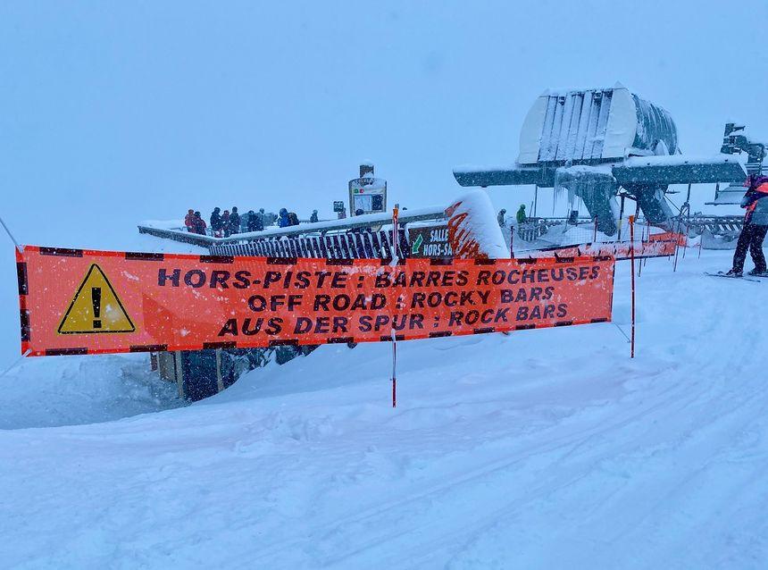 Attention aux hors-piste ! Exemple d'information sur un secteur déconseillé à La Clusaz (Haute-Savoie).