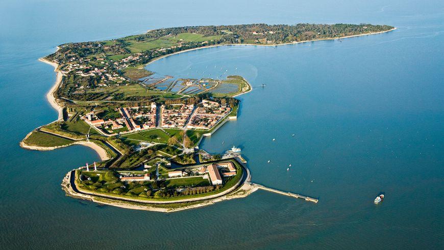 Vue aérienne de l'île d'Aix, Charente-Maritime.