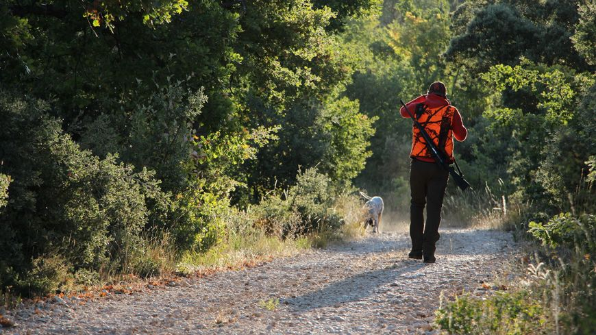 Chasseur pour l'ouverture de la chasse à Vénasque (Vaucluse), photo d'illustration.