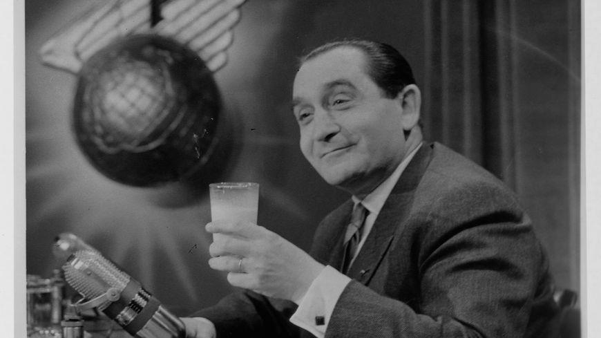 Pierre Mendès-France promeut le lait