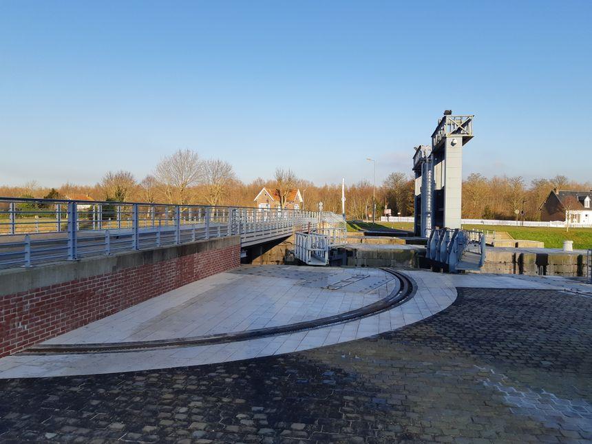 écluse de St Valery sur Somme et pont levant