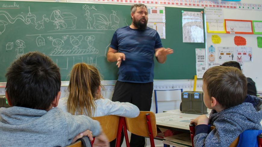 Sébastien travaille pour le syndicat Sud-Rhône Environnement et intervient régulièrement dans les écoles pour éduquer les enfants au tri sélectif