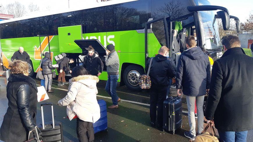 """De nombreux voyageurs se rabattent sur les """"cars Macron"""" en cette période de grève à la SNCF"""