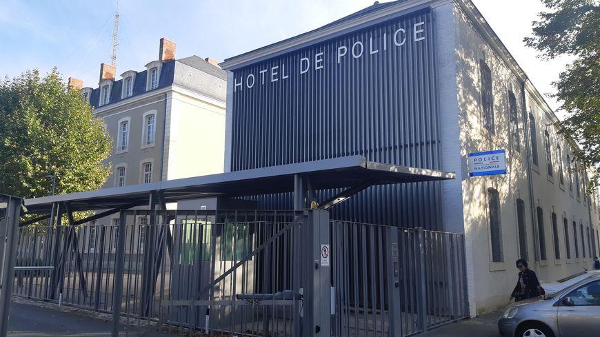 Le commissariat de police du Mans, à Paixhans.