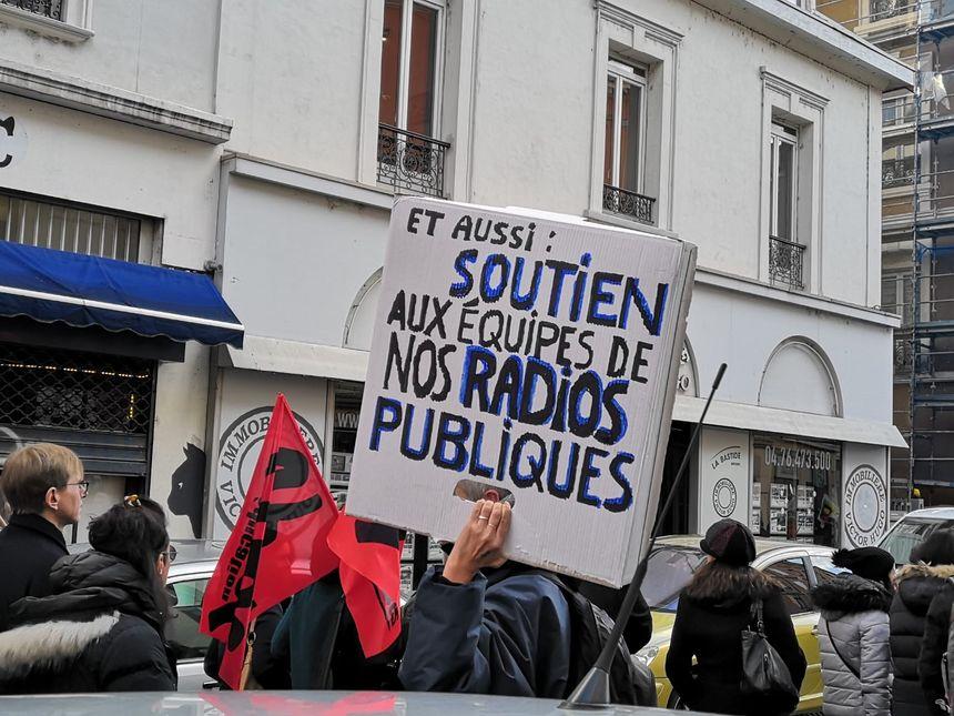 Des manifestants soutenant le mouvement de grève qui touche Radio France ces dernières semaines.