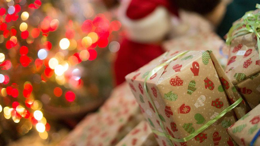 Les cadeaux ont disparu alors qu'ils étaient devant la porte du couple. (Illustration)