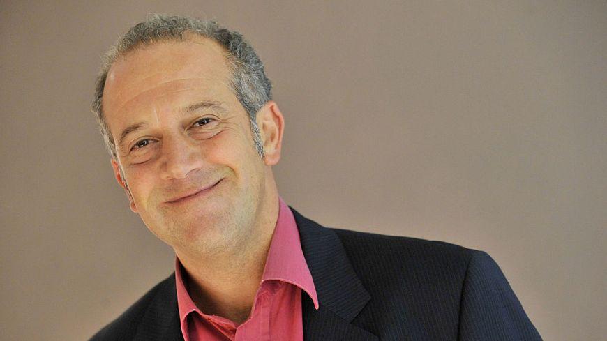Philippe Dana présentateur sur Canal Plus de l'émission culte Ça Cartoon.