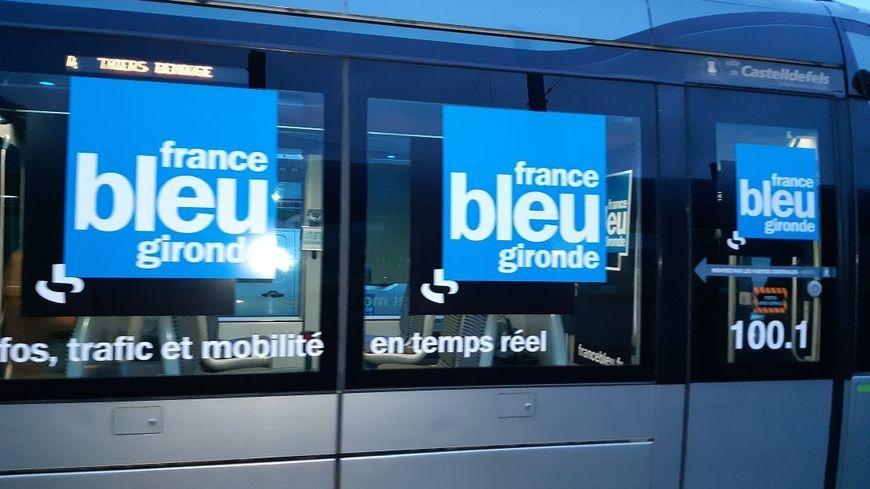 La rame de Tram aux couleurs de France Bleu Gironde pour la matinale spéciale depuis la ligne D