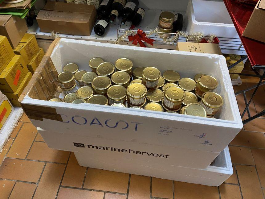 Le foie est cuisiné puis envoyé dans des caisses dans le local de vente