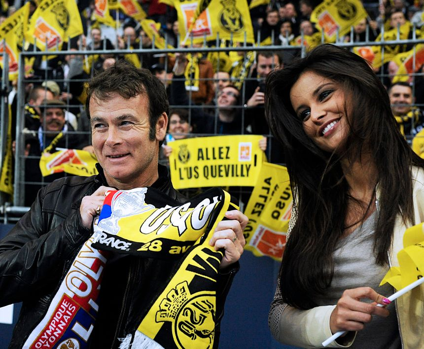 Le comédien Franck Dubosc venu au stade de France soutenir l'USQ avec l'ex-Miss France normande, Malika Ménard.