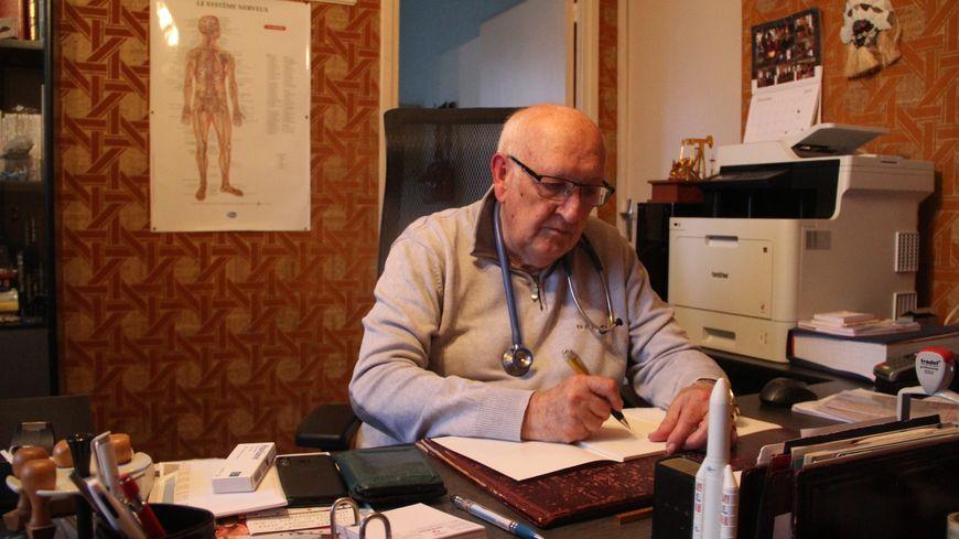 Après 44 ans donnés à Fournols, Pierre Méry prend un repos bien mérité.