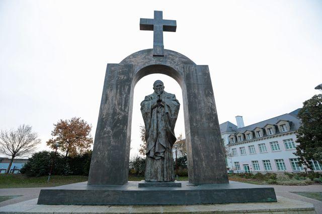 Statue de Jean-Paul II à Ploërmel