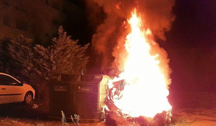 Dans certaines rues insulaires les feux de poubelles se multiplient selon les pompiers