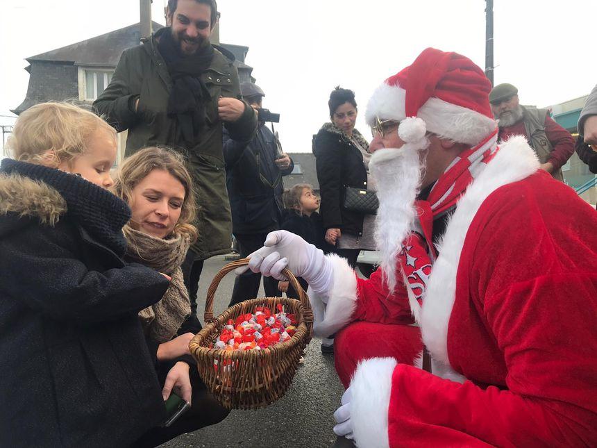 Petits et grands ont eu droit à des chocolats avant même l'ouverture des cadeaux