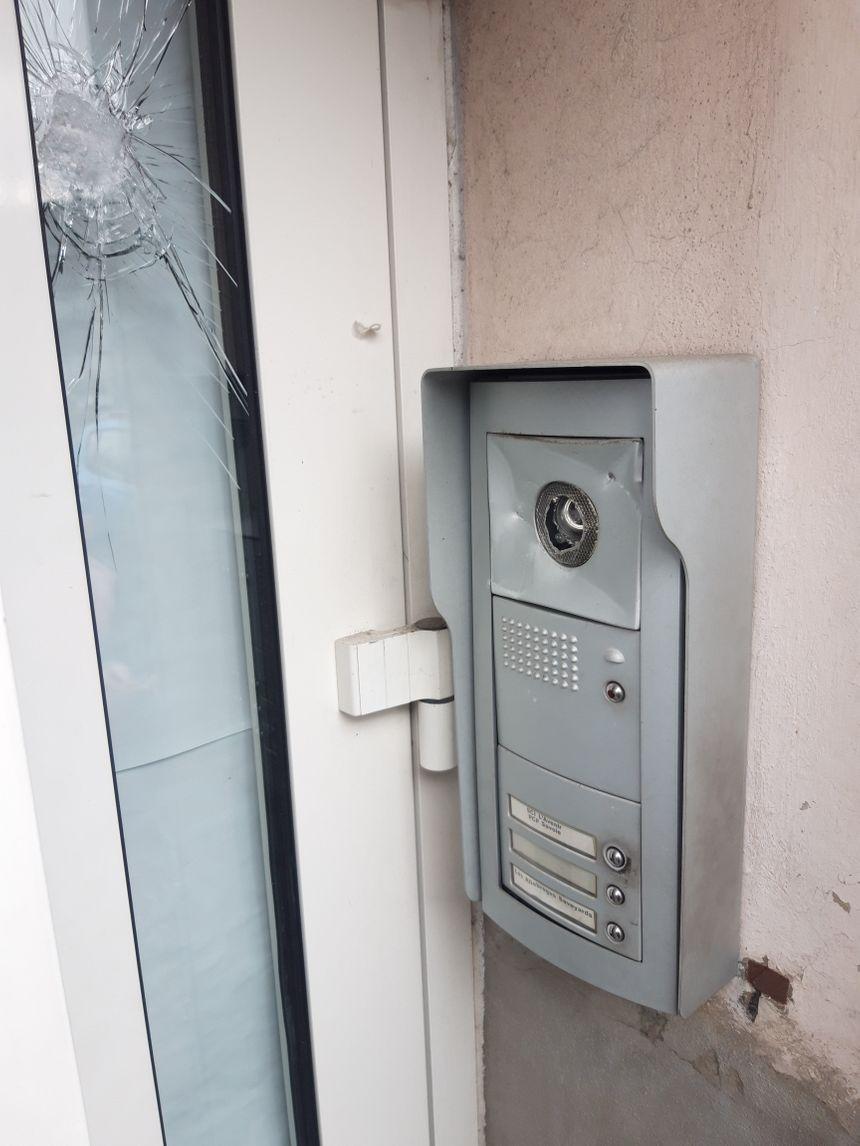 L'interphone du local du PCF à Chambéry a été brisé.