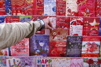 Des cartes de vœux déjà écrites, découvertes par des Britanniques
