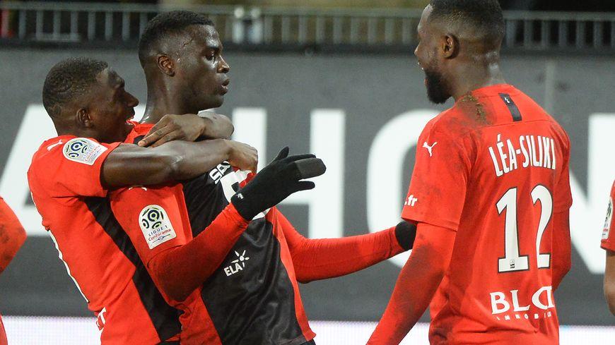 M'Baye Niang félicité par Traoré et Léa Siliki après son but face à Bordeaux