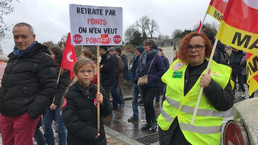 Des manifestants à Laval le samedi 7 décembre 2019