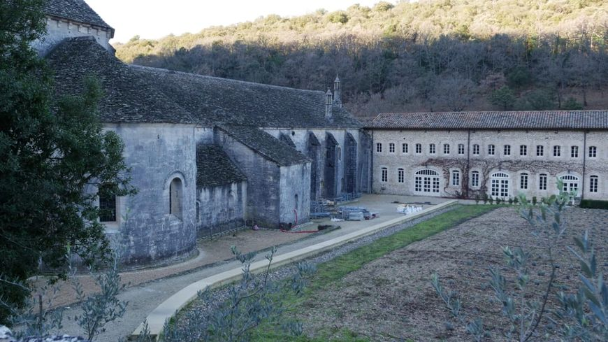 Le chantier de restauration de l'abbatiale a démarré fin novembre 2019.