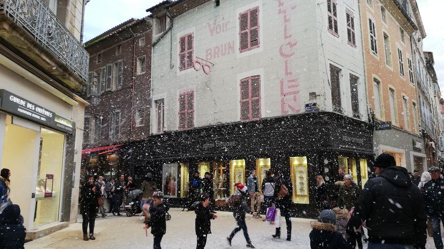 Il neige à Montélimar... mais c'est de la mousse !