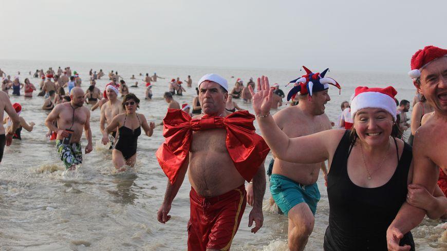 Plus de 600 personnes, en costumes, ont participé à la 12e édition du bain des Banquisards