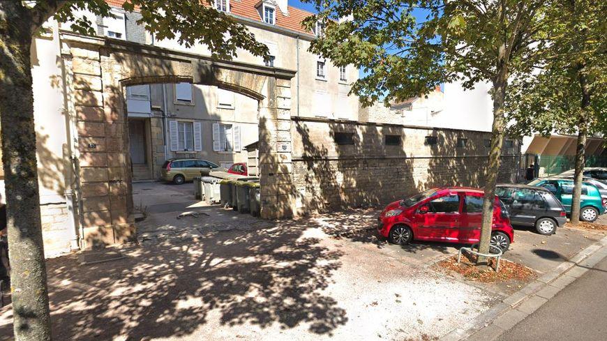 L'entrée de l'immeuble au 43 boulevard Carnot à Dijon.