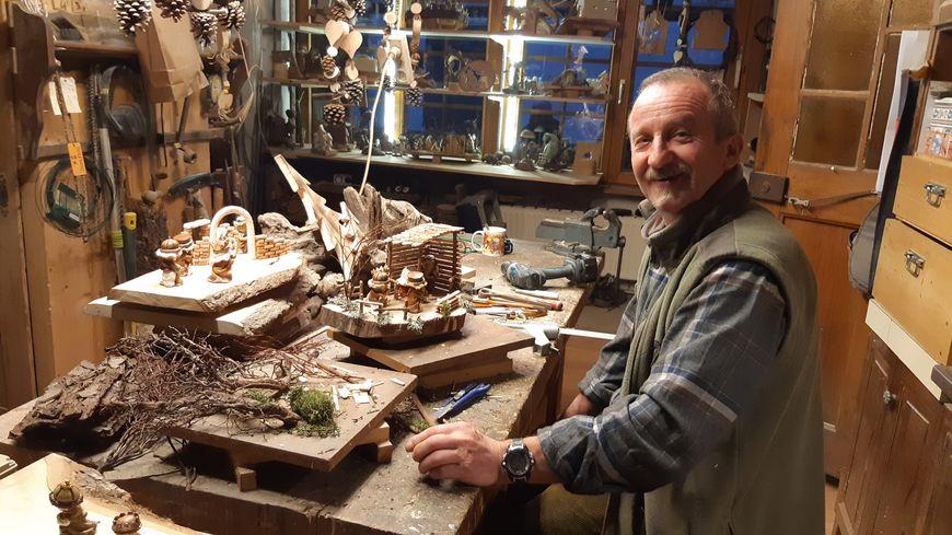 Dominique Torresani, dit Tom, créateur et réparateur de crèches à Kaysersberg