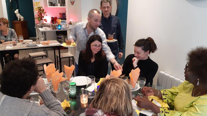 Chili con carne et mousse au chocolat maison pour les convives de Jérémy Hue