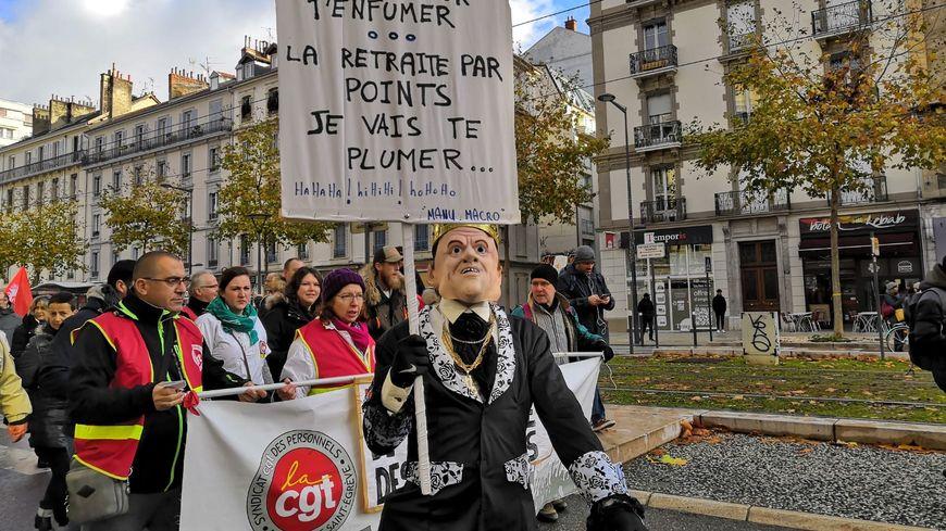 Les manifestants sont moins nombreux que lors de la mobilisation du 5 décembre dernier, mais toujours déterminés.