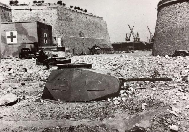 le Bunker Infirmerie construit par les Allemands en 1942, photographié à la libération de Marseille fin août 1944