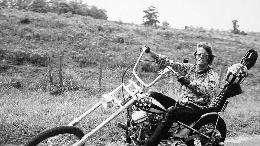 Peter Fonda lors du tournage du film Easy Rider.