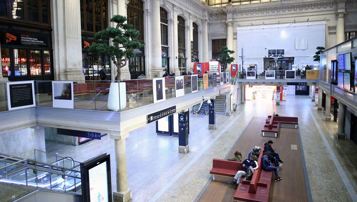 Reportage avec les voyageurs au deuxième jour de grève à la SNCF.