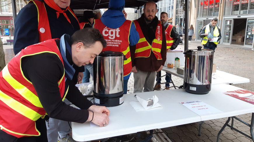Soupe à 2€, café et vin chaud à 1€.