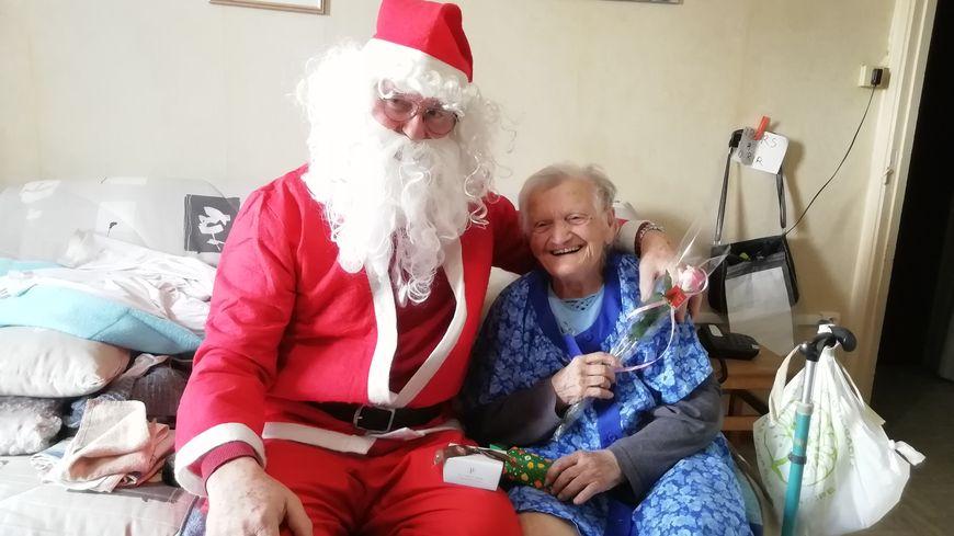 Joël Masson, responsable de l'ACLAP avec Renée,  90 ans