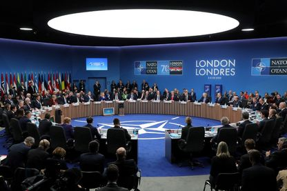 Les chefs d'État de l'OTAN assistent à la séance plénière du sommet de l'OTAN à l'hôtel Grove à Watford, Londres, le 4décembre2019
