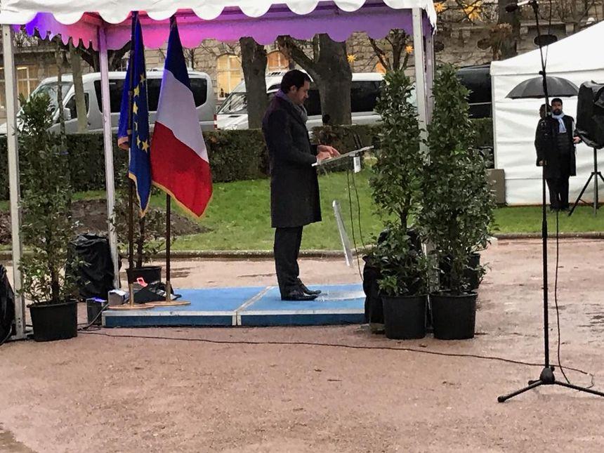 La cérémonie en mémoire des victimes de l'attentat de Strasbourg débute place de la République