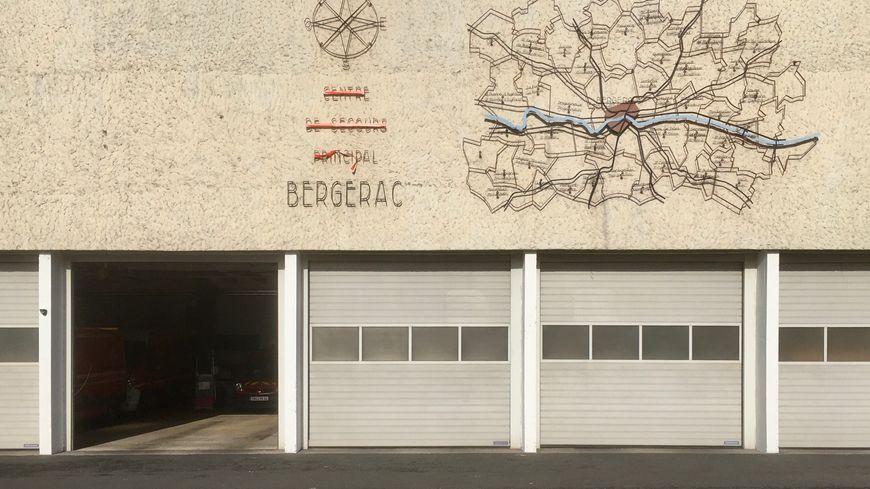 La caserne actuelle est située au coeur de Bergerac, place du Foirail