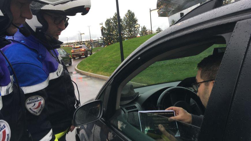 Contrôle routier ce vendredi à Moulins-les-Metz et distribution d'ethylotests par la police nationale