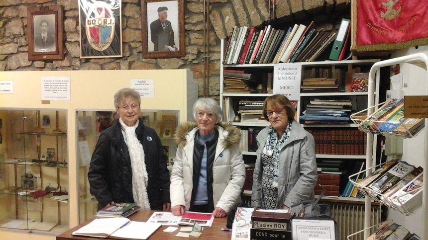 Andrée Cretin (épouse du fondateur dont le cadre porte la mémoire), Anne-Marie Bedet (présidente) et Dominique Bedet (trésorière). le musée est une affaire de vrais passionnés !
