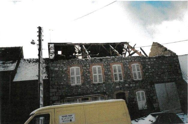 Dans le centre-ville de Crocq, le toit de cette maison s'est envolé.