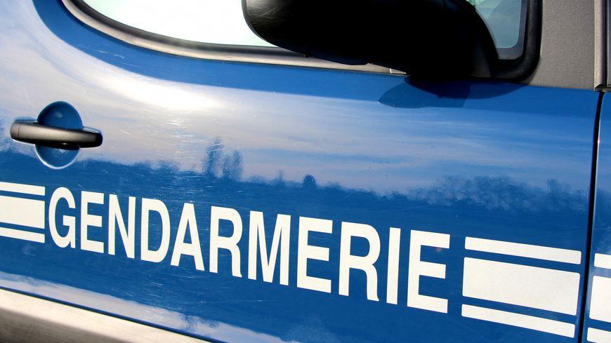 Une voiture des gendarmes