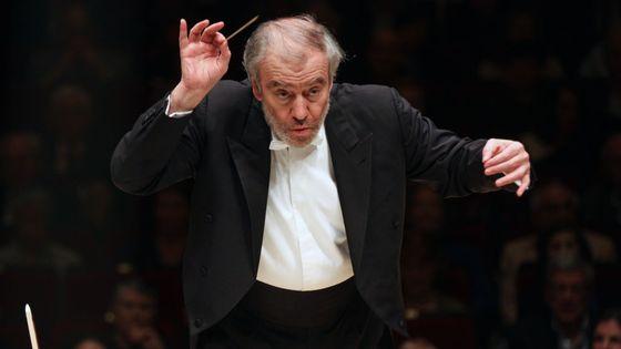 Le chef d'orchestre russe Valery Gergiev dirige le l'Orchestre philharmonique de Münich au Carnegie Hall de New York le 3 avril 2017