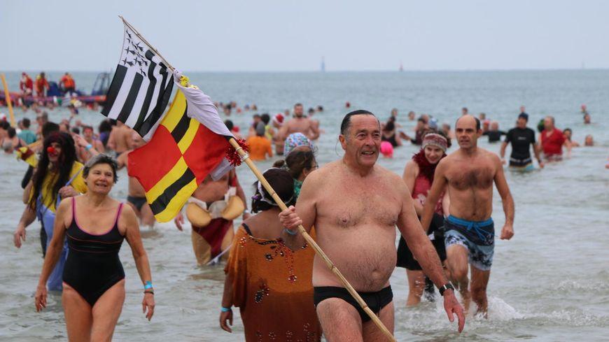 Même le drapeau breton a pris son dernier bain de l'année 2019