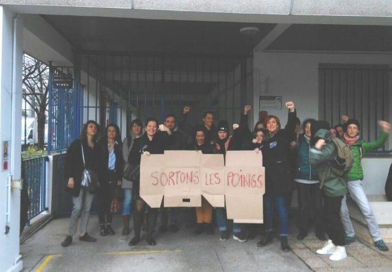 Les enseignants mobilisés ce mardi matin devant le Rectorat, à Bordeaux