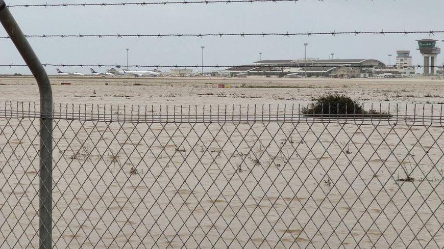 L'aéroport d'Ajaccio submergé par les eaux de la Gravona ne peut reprendre du service